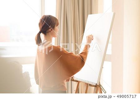美術アトリエ 人物画 デッサン 49005717