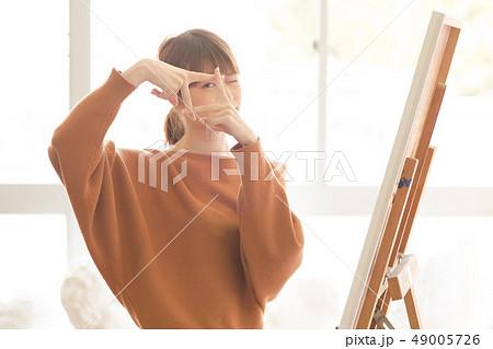 美術アトリエ 人物画 デッサン 49005726