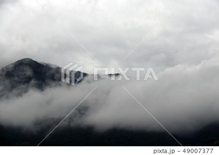 空と雲と山 49007377
