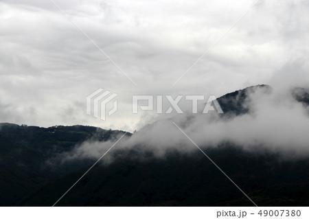 空と雲と山 49007380