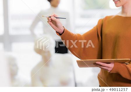 美術アトリエ 人物画 デッサン 49011257