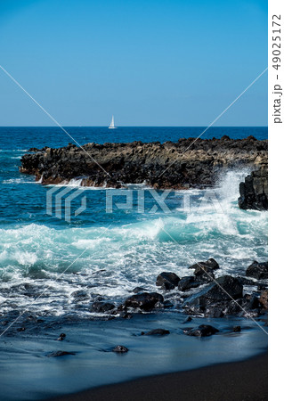beautiful view on ocean water and black lava sand 49025172