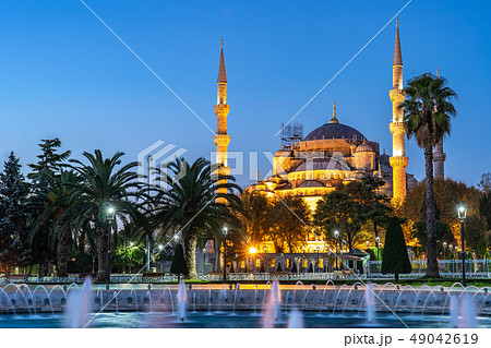 Night view of Blue Mosque in Istanbul city, Turkey 49042619