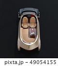 黒バックに自動運転EVのカットモデルイメージ。前列シート後ろ向きに、テーブルにノートPC、スマホ 49054155