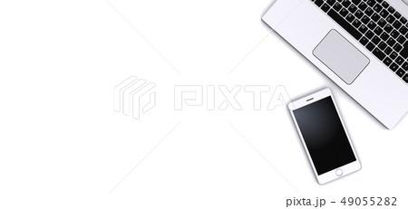 スマートフォンとノートパソコン 49055282