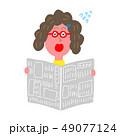 字が小さすぎて読めない女性 49077124