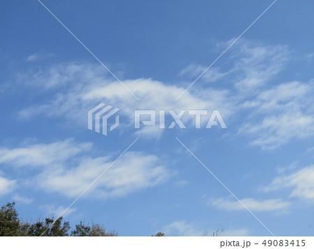 3月の青い空と白い雲 49083415