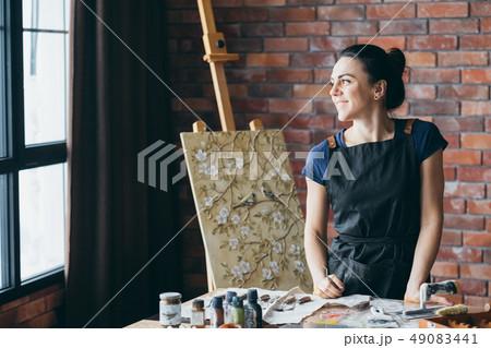 artist inspiration contemplation woman painter art 49083441