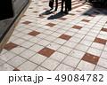 ビジネスマン 人物 歩くの写真 49084782