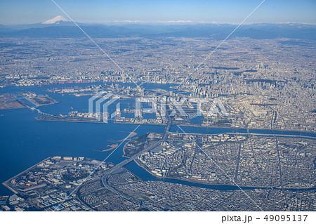 上空から見た東京と富士山 49095137