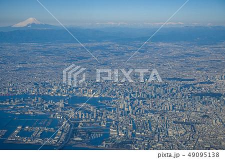 上空から見た東京と富士山 49095138