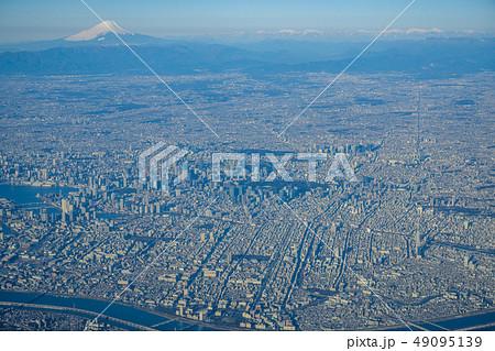上空から見た東京と富士山 49095139