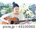 ギター 女性 人物 49100960