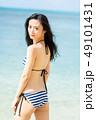 水着の若い女性 49101431