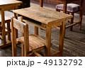 学校 机 椅子の写真 49132792