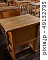 学校 机 椅子の写真 49132795