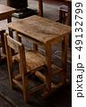 学校 机 椅子の写真 49132799