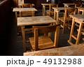 学校 机 椅子の写真 49132988