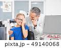 患者 医師 医者の写真 49140068