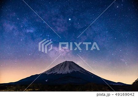 《絶景》富士山と天の川・精進湖 49169042