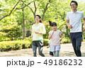 家族 ジョギング アウトドア 親子イメージ 49186232
