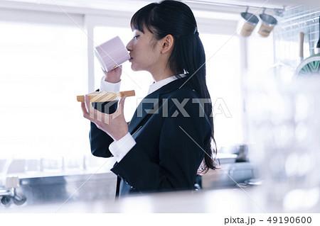 女性 ライフスタイル ビジネスウーマン 49190600