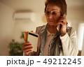 女性 シニア 電話の写真 49212245