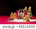 クリスマス サンタクロース クリスマスツリーの写真 49214300