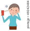 女性 スマホ 老眼のイラスト 49242484