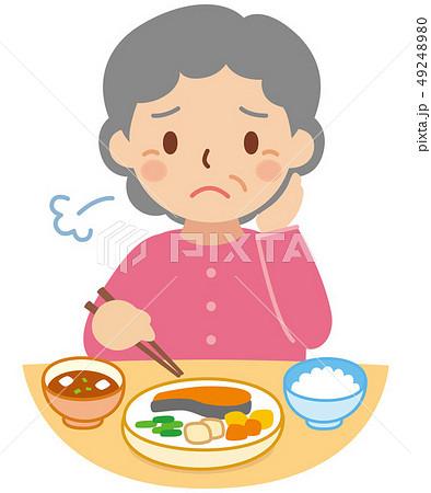 食事をする困り顔のおばあちゃん 49248980