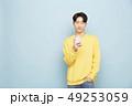 ポートレート 男性 スマートフォンの写真 49253059