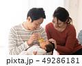 ファミリー 家族 赤ちゃんの写真 49286181