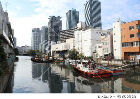 みなとみらい地区の運河と船 49305918