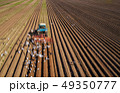 トラクター 農夫 農家の写真 49350777