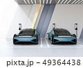 充電ステーションに充電している自動運転高級サルーンの正面イメージ 49364438