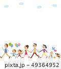 風船を持って歩く三世代家族 49364952