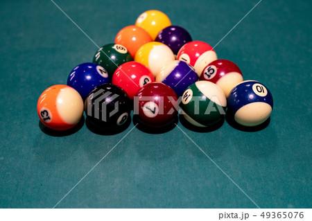ビリヤード ボール 49365076