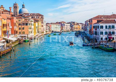 ヴェネツィア サンタ・ルチア駅前 スカルツィ橋より臨むカナル・グランデ 49376738
