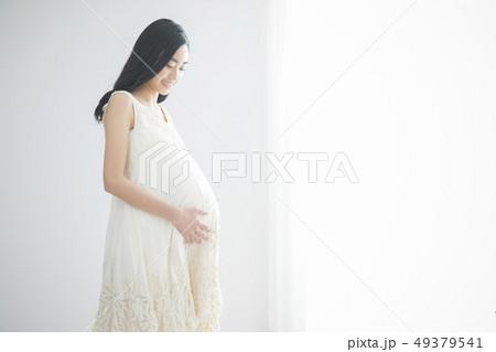 若い妊婦 49379541