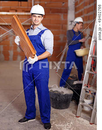 Portrait of two confident workers 49402766