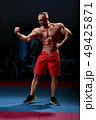 ボディービルダー 筋肉 男性の写真 49425871