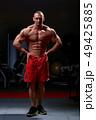 ボディービルダー 筋肉 男性の写真 49425885