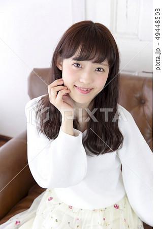 若い女性 ヘアスタイル 49448503