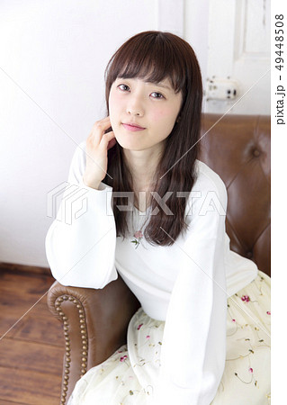 若い女性 ヘアスタイル 49448508