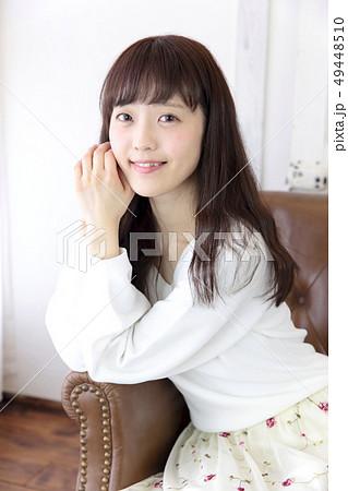 若い女性 ヘアスタイル 49448510