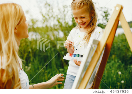 Mother with daughter drawing in a park 49457936