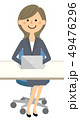 スーツの女性 ノートPC 49476296