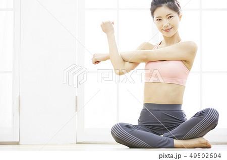 cc0058a31d51b 女性 スポーツウェアの写真素材 [49502604] - PIXTA