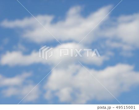 春の青い空と白い雲 49515001