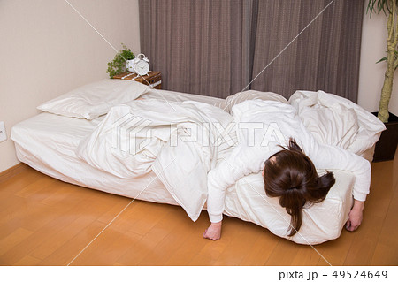 寝相が悪い女性 49524649